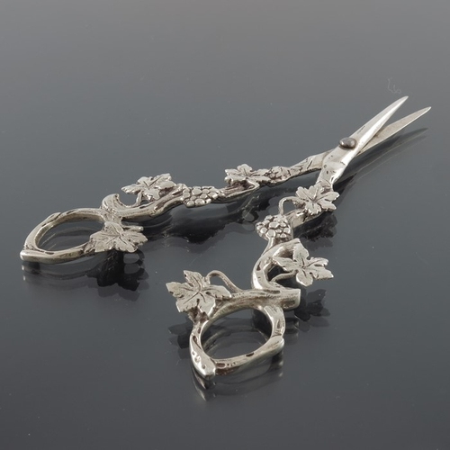39 - A pair of American silver grape scissors, cast in the form of fruiting vines, stamped sterling, 16cm...