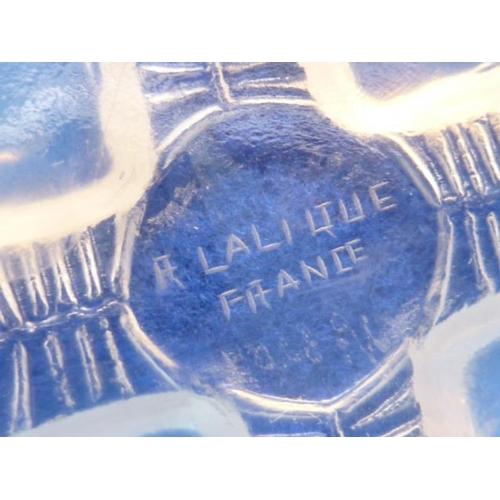 122 - Five Lalique glass Bowls in the Coquilles pattern, each with four opalescent scallop shell style fee...