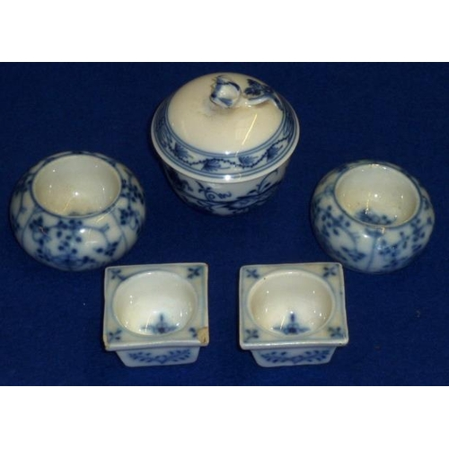 15 - Five pieces of Meissen style porcelain to include two circular Salts, two square Salts and a small l...