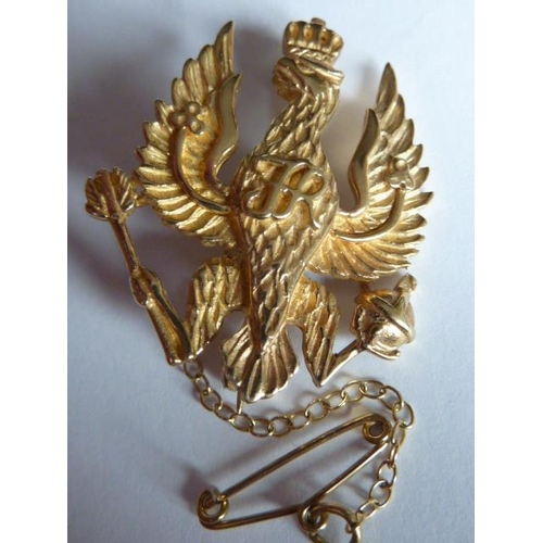 250 - A 9 carat gold Sweetheart Brooch, 14/20 Hussars, approx. 8.2g...