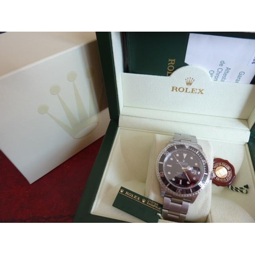 320 - A gentleman's boxed Rolex Submariner Oyster perpetual date superlative chronometer Wristwatch, Model...