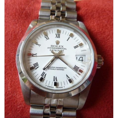 322 - A fine mid size Rolex stainless steel Oyster Perpetual Datejust superlative chronometer Wristwatch, ...