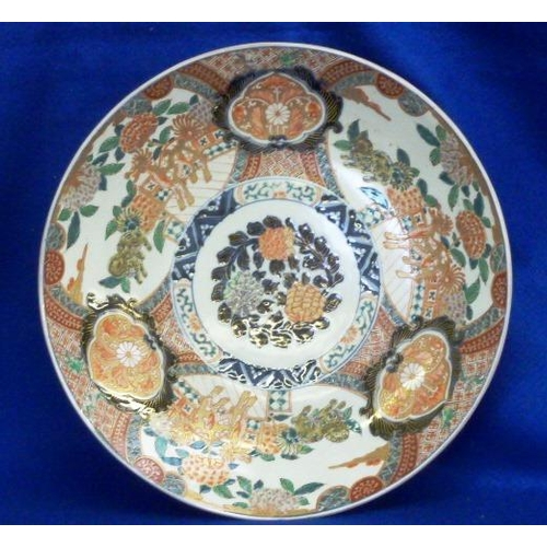 34 - A fine 19th Century Japanese Imari palette Charger, of circular dished section with central decorati...