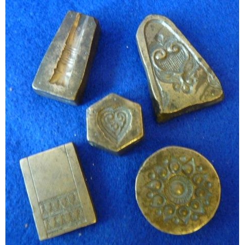 374 - An interesting selection of early style metal Moulds (5)...
