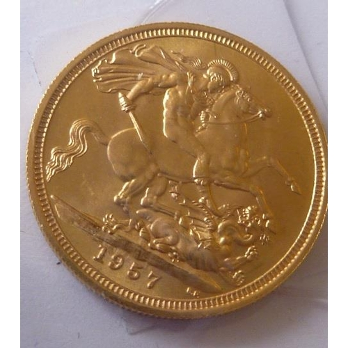 444 - An Elizabeth II gold Sovereign dated 1957...