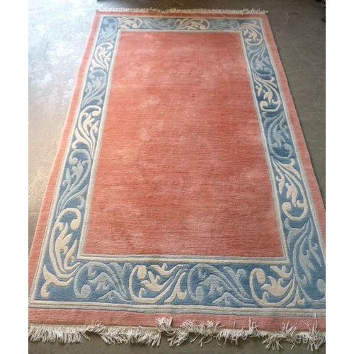 647 - A large and heavy Chinese woollen Carpet in good condition, central rose coloured rectangle surround...