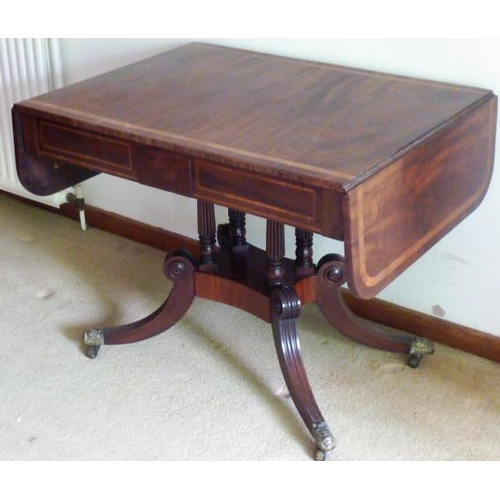 652 - A good Regency period mahogany and crossbanded Sofa Table, the two leaves above two flush drawers (o...