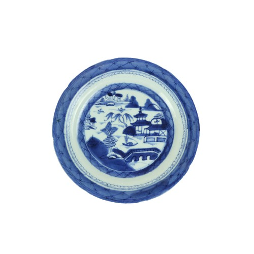 463 - An old Nanking blue and white Chinese porcelain Plate, decorated with willow pattern. (1)...