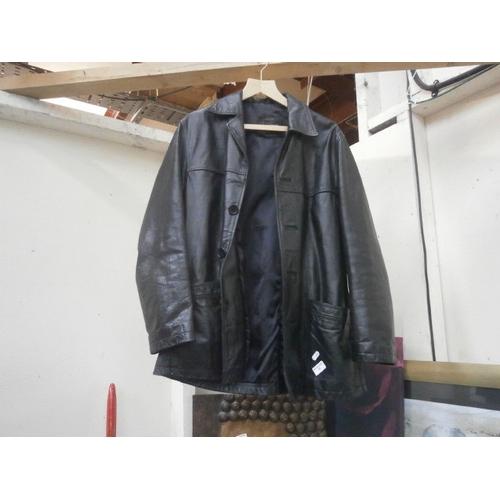 39 - Mens leather coat...