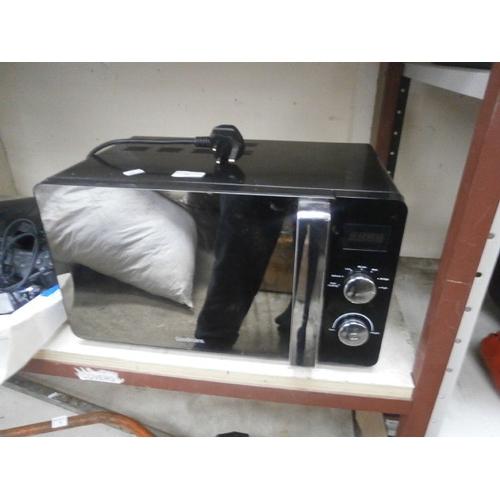 35 - Goodmans microwave...