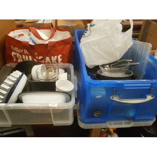113 - Lot inc pots and pans, plastic storage tubs, baking dishes, etc...