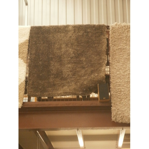195 - Modern grey coloured rug...