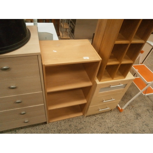 637 - Small 3 drawer chest and 3 x open display stands...
