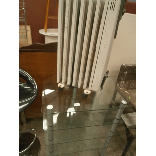 640 - DeLonghi heater and a 5 tier glass stand...