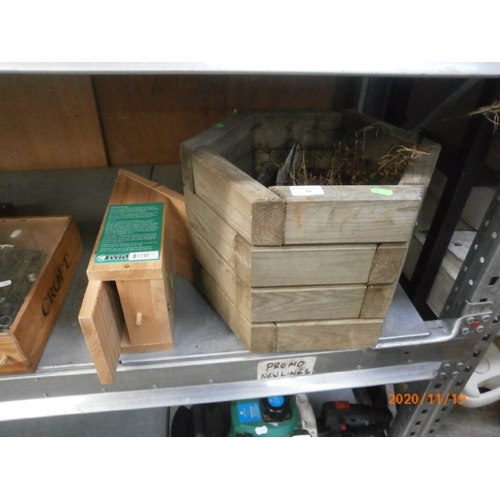 12 - Lot inc bird box and wooden planter...