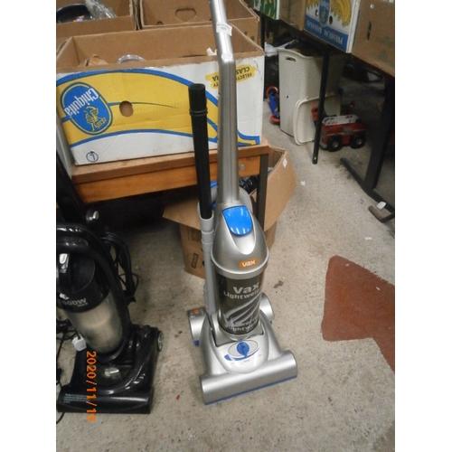 125 - Vax lightweight upright vacuum cleaner working order...
