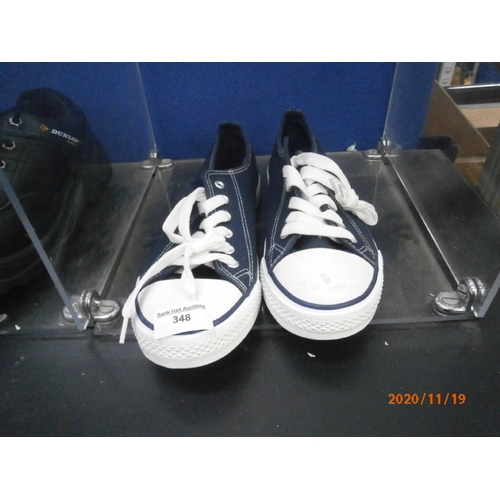 348 - Pair of Avenue size 7 sneakers...