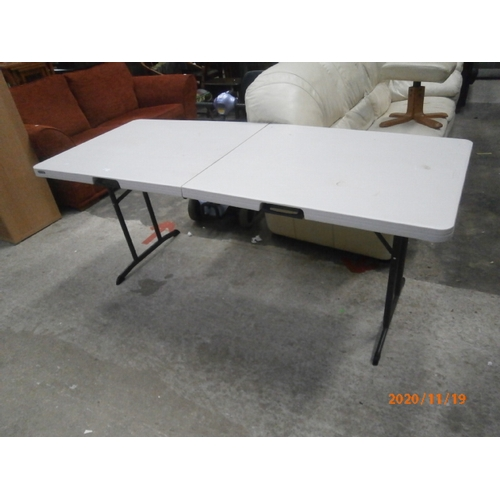 600 - Large folding work/pasting table...