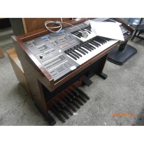 627 - YAMAHA electric organ working order...