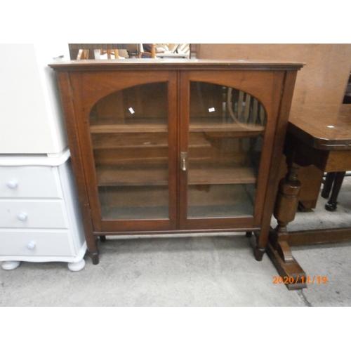 684 - Vintage 2 door glazed cabinet...