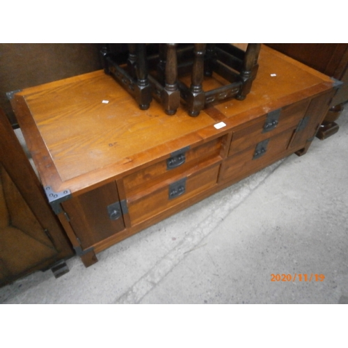 697 - 4 drawer base unit/TV stand...