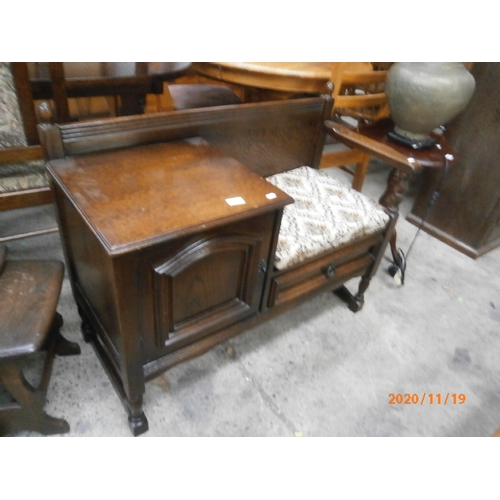 710 - Vintage style cushioned hall seat/table...