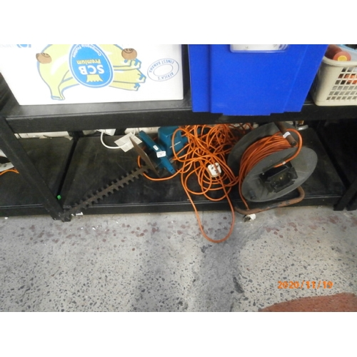 79 - Lot inc extension reel and Black & Decker hedge trimmer powers up...