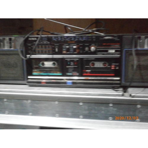 15 - Aiwa cassette portable HiFi system working...