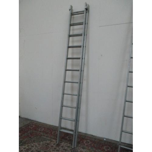 1043 - Aluminium 11 rung extending ladders...