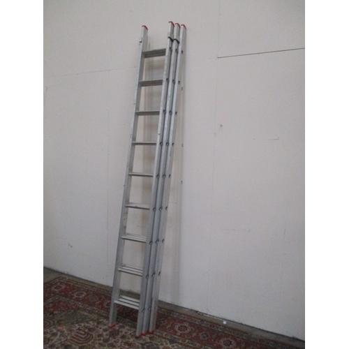 1046 - Aluminium 9 rung triple extending ladder...
