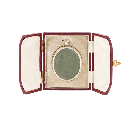 12 - AN ANTIQUE MOURNING PENDANT, set with lock of hair, fitted case by Walter Jones...