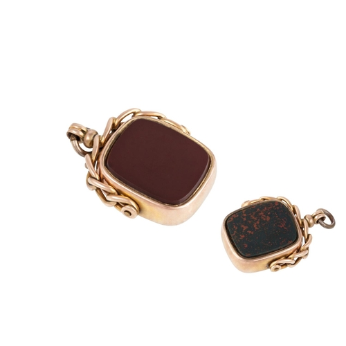 29 - A SWIVEL SEAL, set with carnelian and bloodstone...