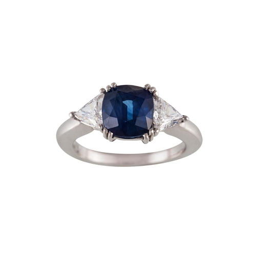 54 - A THREE STONE SAPPHIRE AND DIAMOND RING, with central cushion cut sapphire of approx. 3.43ct, flanke...