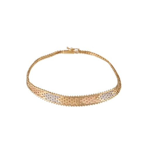14 - AN 18CT YELLOW, WHITE AND ROSE GOLD BRACELET, 7.5gms...