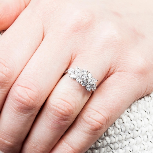 49 - A DIAMOND CLUSTER RING, with oval and brilliant cut diamonds of approx. 1.20 ct in total, mounted in...