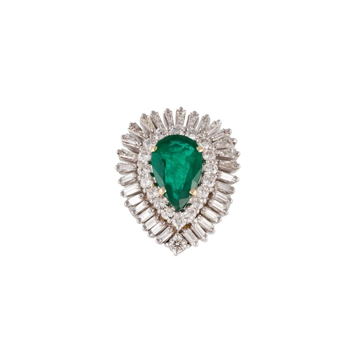 184 - AN EMERALD AND DIAMOND PEAR SHAPE CLUSTER RING, the pear cut emerald and diamond mounted in gold. To...