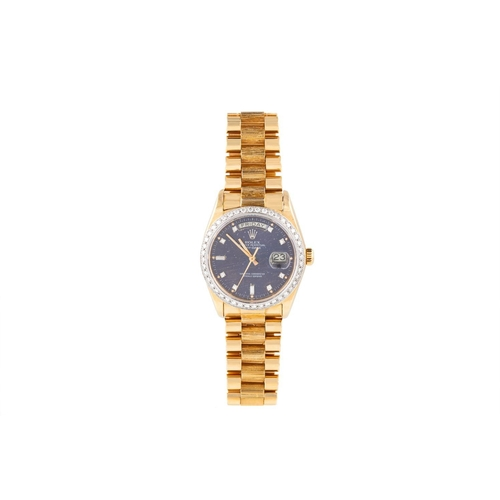 210 - A GENT'S 18CT YELLOW GOLD ROLEX OYSTER PERPETUAL DAY DATE WRIST WATCH, with diamond bezel and diamon...