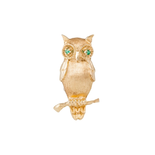 345 - AN OWL BROOCH IN 14CT GOLD, with emerald eyes, weight 5.5 grams....