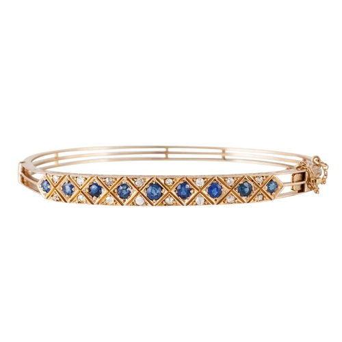 362 - A SAPPHIRE AND DIAMOND HINGED BANGLE, with sapphires of approx 1.45ct and diamonds of approx 0.50ct,...