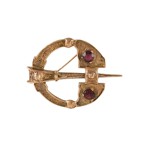 376 - A TARA STYLE 9CT GOLD AND GARNET BROOCH, length; 1.5''/3.7 cm, total weight 10.3 grams...
