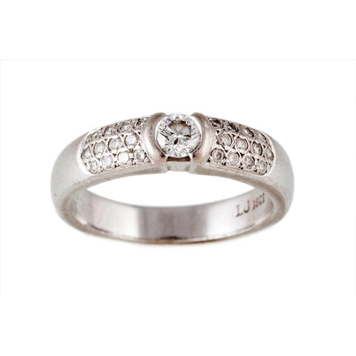 438 - A DIAMOND DRESS RING, WITH CENTRE DIAMOND EST. H/I VS, with pave shoulders mounted on 18ct white gol...
