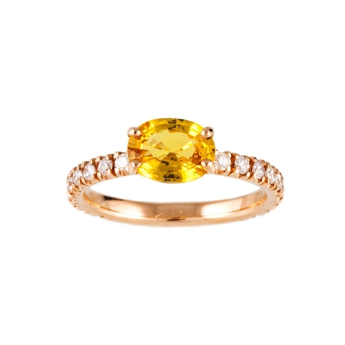 55 - A YELLOW SAPPHIRE SINGLE STONE RING, the oval sapphire to diamond set shoulders, mounted in 18ct gol...