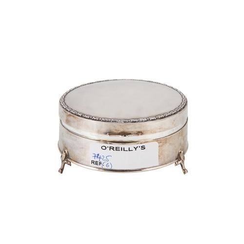 573 - A GEORGE V CIRCULAR SILVER JEWELLERY BOX, circa 3½ inch diameter, Birmingham 1912....