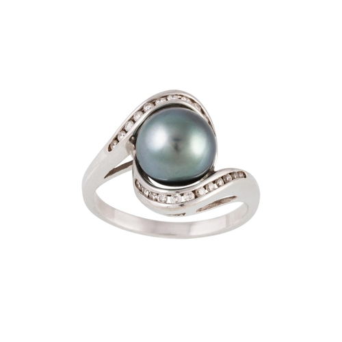 13 - A DIAMOND AND BLACK PEARL RING, of twist design, mounted in white gold. Estimated; weight of diamond...