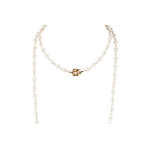 3 - A SINGLE STRANDED CULTURED PEARL NECKLACE, with gold clasp, 41 cm...