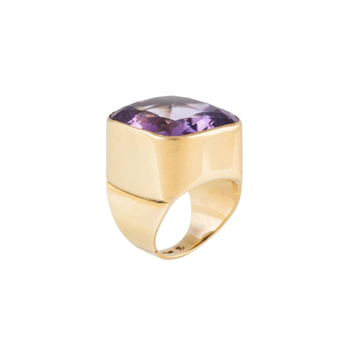 16 - AN AMETHYST SINGLE STONE RING, the large cushion cut amethyst mounted in 18ct yellow gold. Estimated...