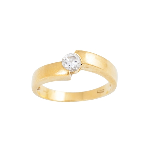 42 - A DIAMOND SOLITAIRE RING, the brilliant cut diamond mounted in 18ct yellow gold. Estimated; weight o...
