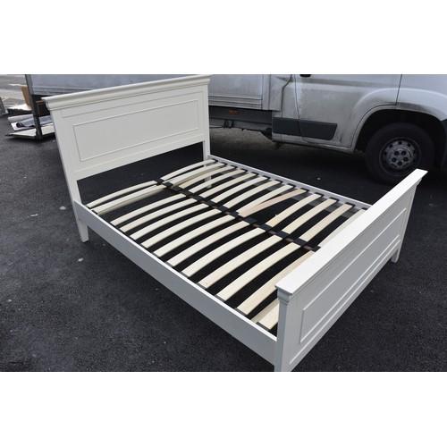 17 - WHITE 4.6 BED FRAME