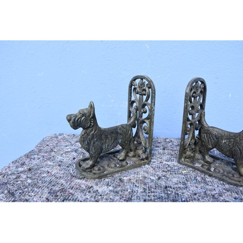 81 - CAST DOG BOOKENDS