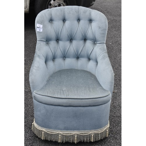 84 - A BUTTONED BACK BLUE BEDROOM CHAIR WITH FRILLED BASE